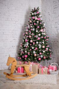 arbol-navidad-decorado-regalos_104263-697