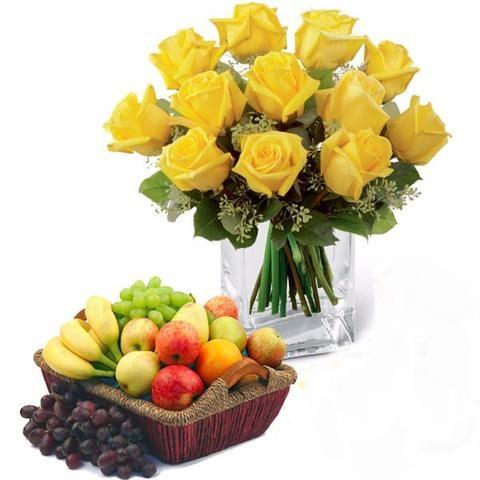 Ramo de rosas y cesta de frutas Lilian